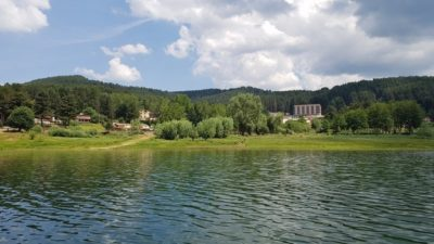 In battello elettrico sul Lago Arvo
