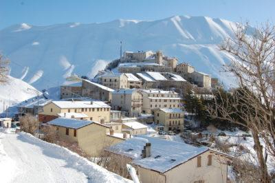 Castelluccio di Norcia: il borgo sospeso tra i Monti Sibillini