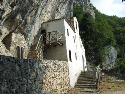 L'Eremo di San Valentino, una finestra sul Lago di Garda